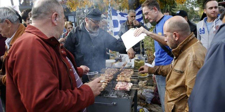 Yunanistan'da düzensiz göçmenlere 'domuz etli' protesto