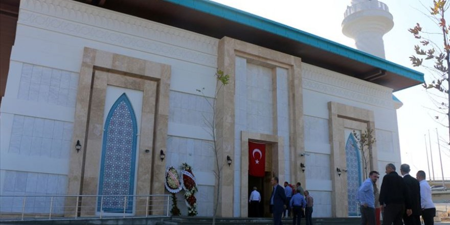 İstanbul Sabiha Gökçen Havalimanı Camisi ibadete açıldı
