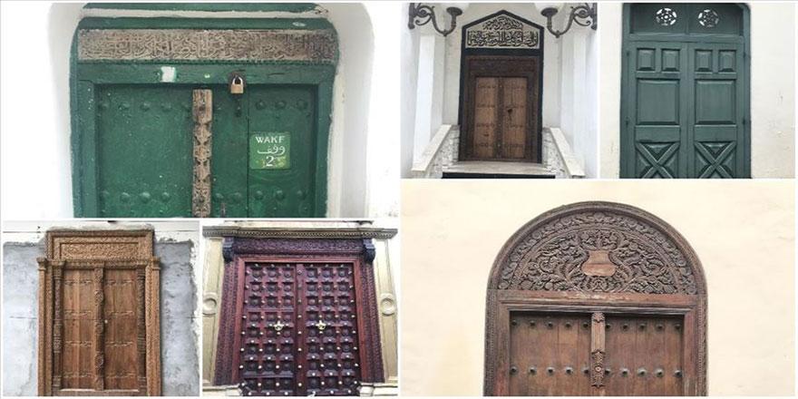 Zanzibar'ın ev kapılarında ya Kur'an'dan bir ayet var ya da zincir