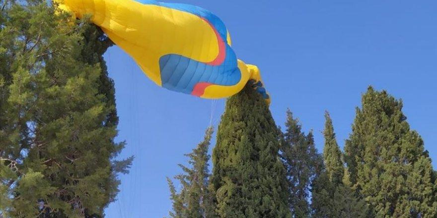 Yamaç paraşütü pilotu ile yolcusu böyle kurtuldu