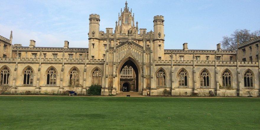 İmam hatip öğrencisi Cambridge Üstün Başarı Ödülü'nü kazandı