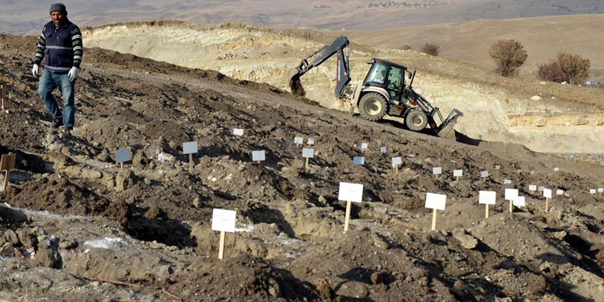Muş'ta binlerce mezar tek tek taşınıyor