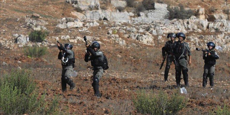 İsrail askerleri Gazze sınırında Filistinli bir çocuğu şehit etti
