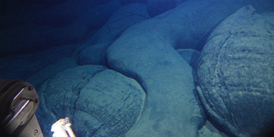 Japonlar Pasifik Okyanusu'nda genç bir volkan keşfetti