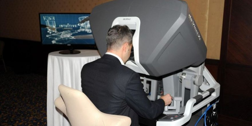 Antalya'da hekimlere robotik cerrahi sistem kursu