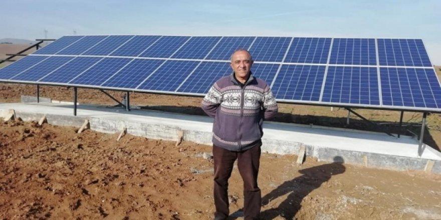 Tarlasına güneş enerjisi sistemi kurdu, sıfır maliyetle çiftçilik yapacak