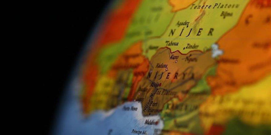 Nijerya'da kasasında yolcu taşıyan kamyon devrildi: 12 ölü, 91 yaralı