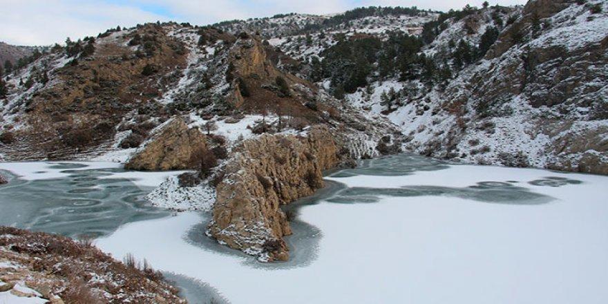 Doğu'da göletler buz tuttu