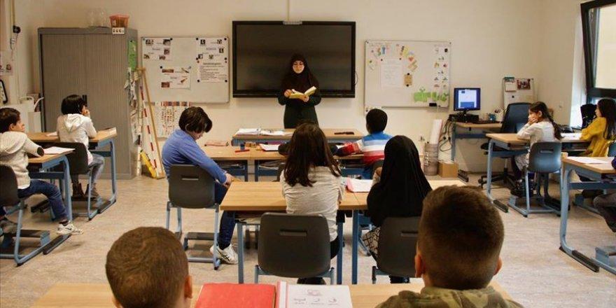 Hollanda'da 5 yıldır en başarılı olanlar İslami okullar