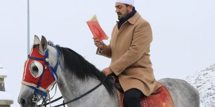 500 yıllık gelenek: Kur'anı Kerim okuyarak şehri dolaşıyorlar