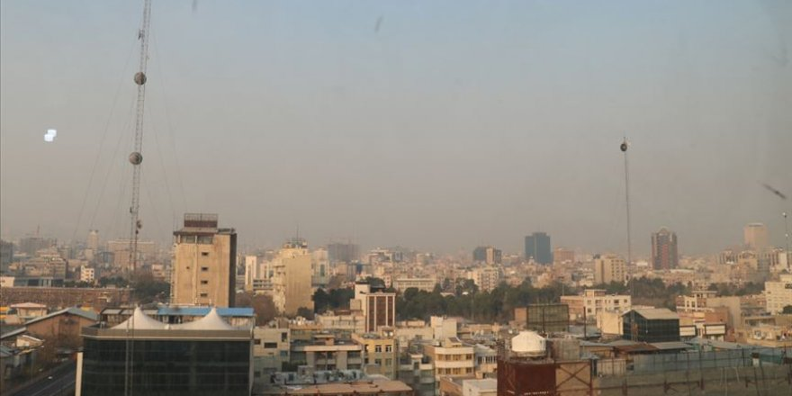 Tahran'da hava kirliliği nedeniyle yarın okullar tatil edildi
