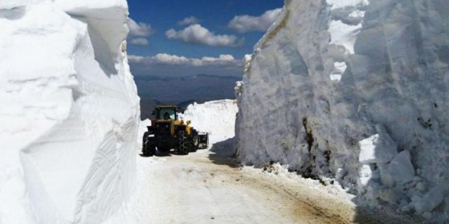 Doğu'da kar yağışı nedeniyle 491 yerleşim birimine ulaşım sağlanamıyor