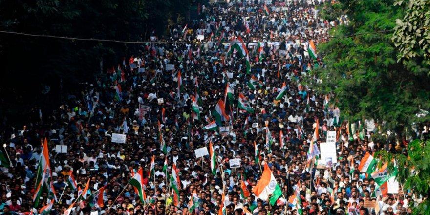 Hindistan'da Vatandaşlık Yasası'na karşı düzenlenen protestolar sürüyor
