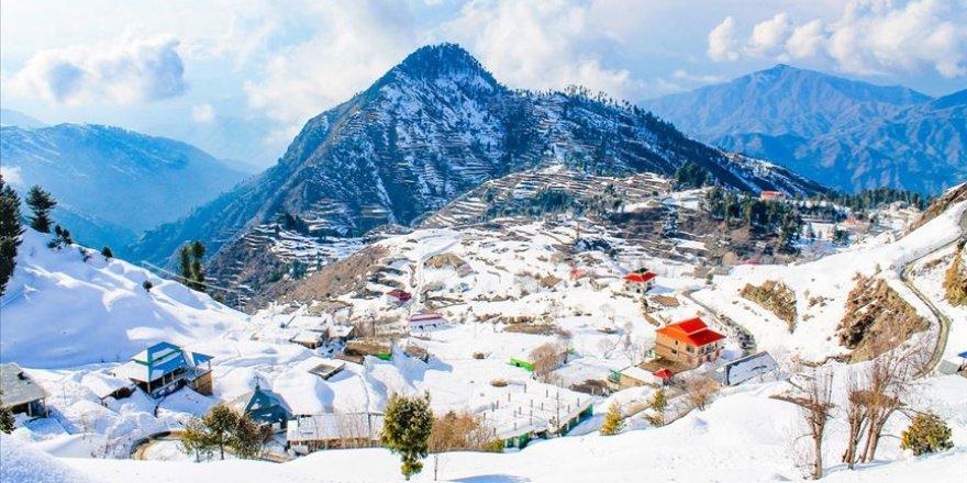 Pakistan'da rekor kar yağışında 14 kişi öldü