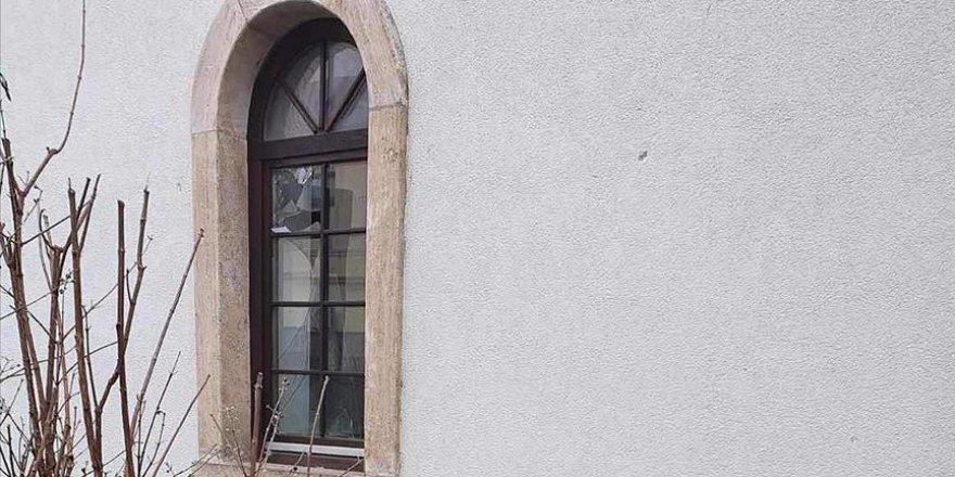 Bosna Hersek'in Bosanska Dubica şehrindeki tarihi camiye saldırı
