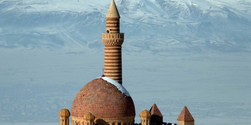 İshak Paşa Sarayı her mevsim ziyaretçilerini ağırlıyor