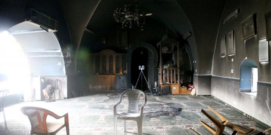 İşgalci Yahudi yerleşimciler Kudüs'te bir camiyi ateşe verdi