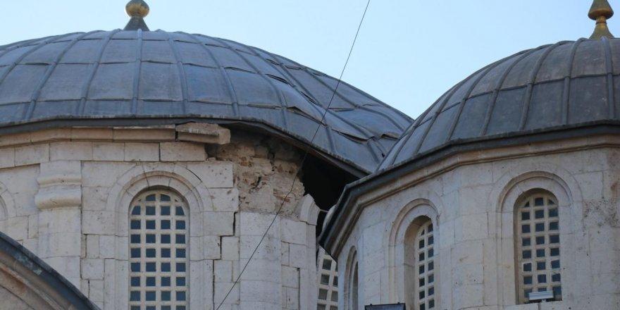 Malatya Yeni Cami'nin kubbesi çöktü, Ulu Cami'de hasar oluştu