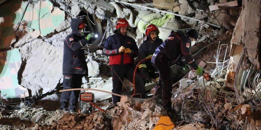 Elazığ'daki depremde 31 kişi hayatını kaybetti, bin 556 kişi yaralandı