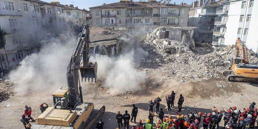 Elazığ'daki depremde 45 kişi enkaz altından kurtarıldı