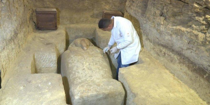 Mısır'da 3 bin yıllık mezarlar bulundu
