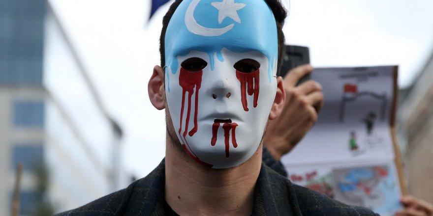 Uygurlar bu bayramı da 'kayıp' ailelerini arayarak geçirdi
