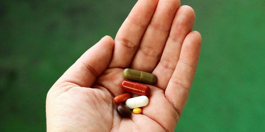 Tansiyonu veya kolesterolü yüksek kişiler ilaç kullanınca sağlıklı yaşam alışkanlıklarını önemsemiyor