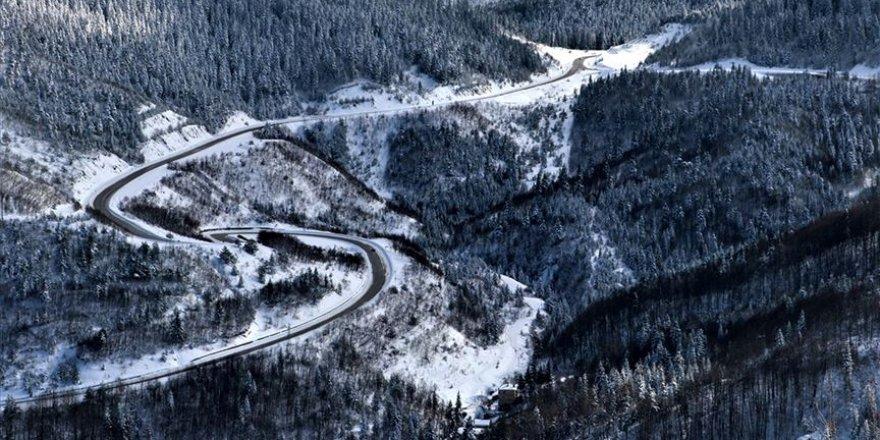 Kastamonu'da karla kaplı Küre Dağları görsel şölen sunuyor