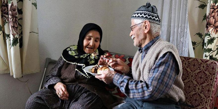 80 yıllık evliler 'ilk günkü aşkla' birbirilerini seviyorlar
