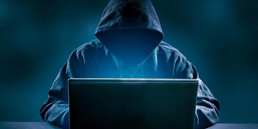 Ünlü Hacker grubu ABD'ye savaş açtı, bir bir çökmeye başladı
