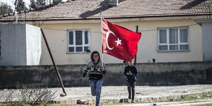 Hatay Reyhanlı'da sınır mahallesi bayraklarla donatıldı