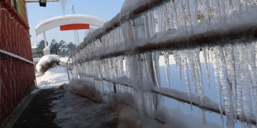 Şehri buz kapladı!