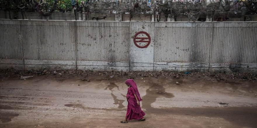 Hindistan, Trump görmesin diye gecekonduların önüne duvar ördü