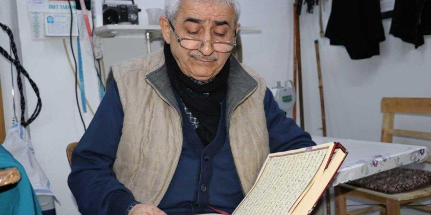 57 yıllık terzi ustası: Kur'an-ı Kerim okumadan işe başlamıyorum