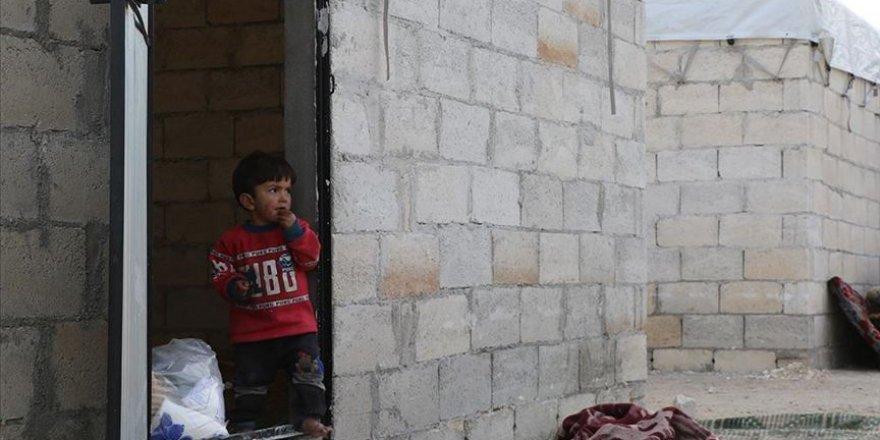 AFAD'dan İdlib'in kuzeyine siviller için briket ev