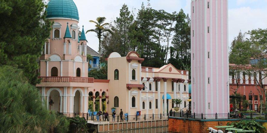 Endonezya'nın Venedik'i andıran minyatür parkı 'Küçük Venedik'e yoğun ilgi
