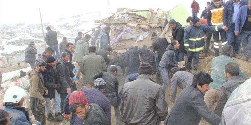İran merkezli depremde Van'da 8 kişi vefat etti