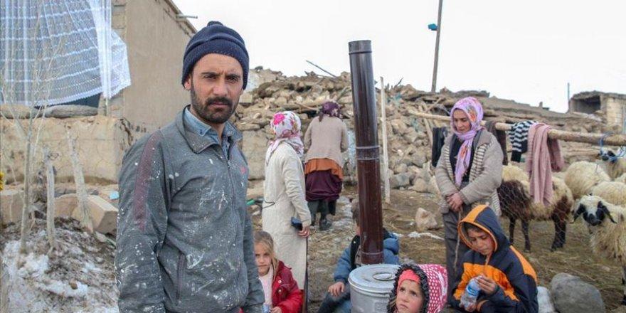 Enkazın altında kalan baba ve 4 çocuğu yaşamını yitirdi