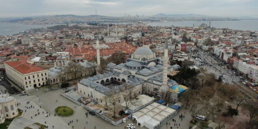 Yeni Cami'de çamaşırlı restorasyon