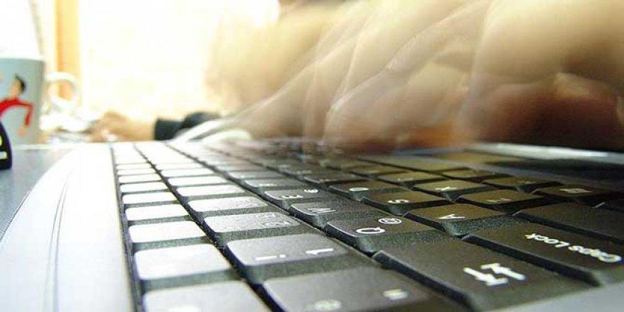 Günün 7,5 saatini internette, 7,5 saatini de uykuda geçiriyoruz