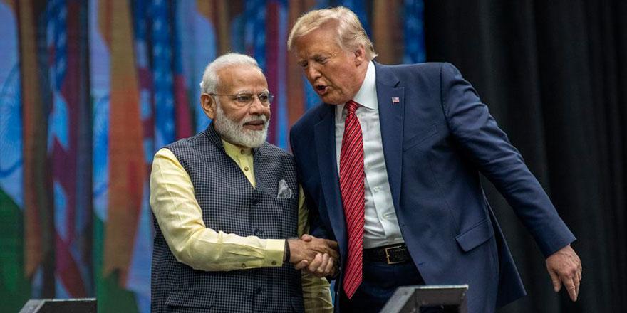 Trump Hindistan'da: Hinduların tanrı diye taptığı ineğin etini yiyecek mi?