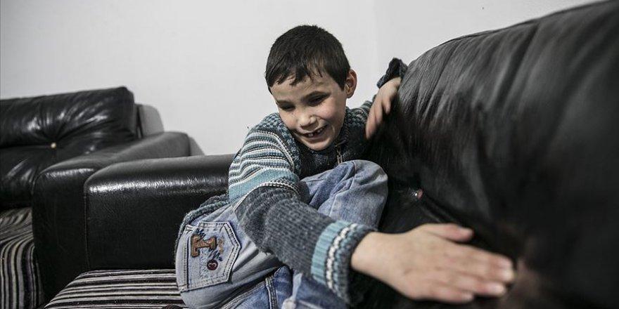 İdlibli küçük Muhammed savaşın kararttığı gözlerine yeniden kavuşmak istiyor