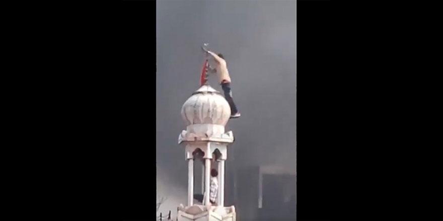 Hindistan'da tehlike büyütülüyor: Hindular camiye saldırdı!