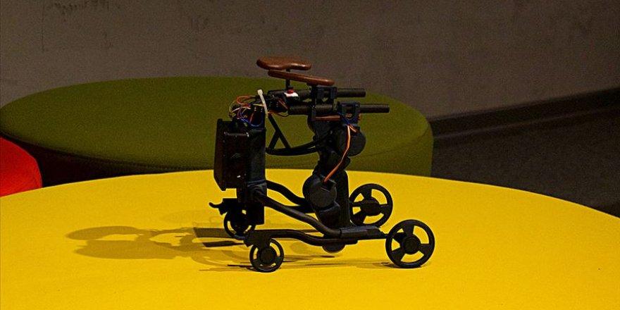 Kas hastası çocuklar için 'mobil yürüme robotu' tasarladılar