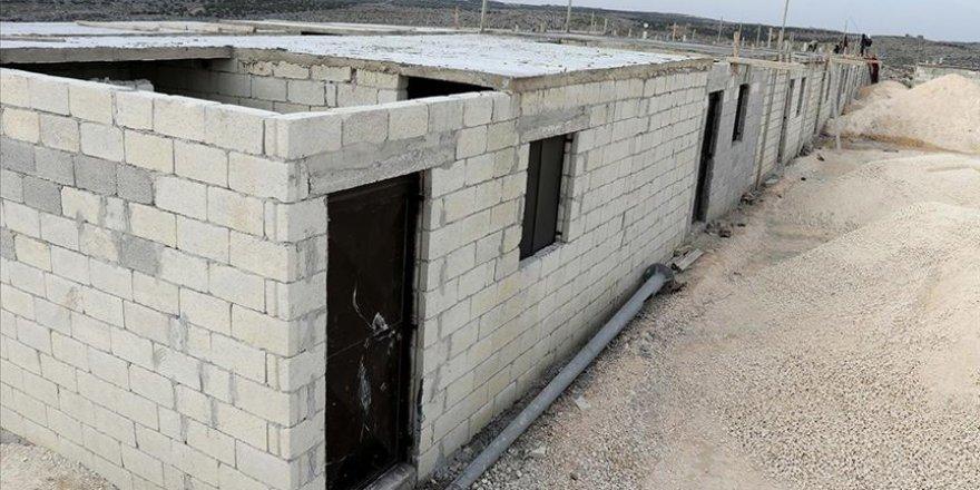 İdlib'de briket ev yapımı ve çadır kurulum çalışmaları sürüyor