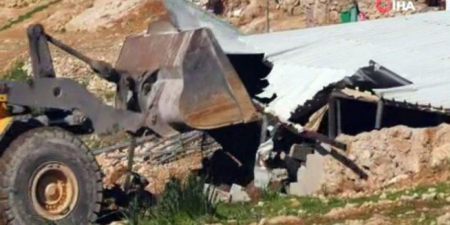 İsrail güçleri Filistinli ailenin evi yıktı