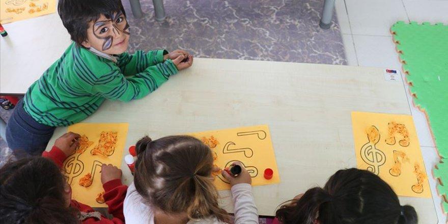 Çadırda büyüyen çocuklar okul öncesi eğitime kavuşturuldu