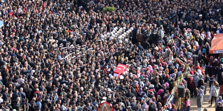 İdlib şehitleri dualarla ebedi aleme uğurlanıyor