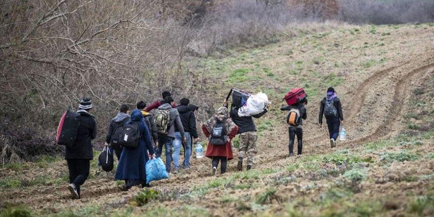 Yunanistan'a geçmek isteyen sığınmacılar tarlaları aşarak sınıra ulaşıyor