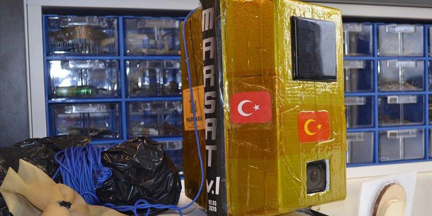 İdlib şehitleri anısına Türk bayrağını 88 bin fitte dalgalandırdılar